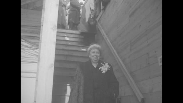 stockvideo's en b-roll-footage met ms low angle of first lady bess truman descending stairs waving for photo op and continuing followed by president harry s truman doing same with... - margaret truman