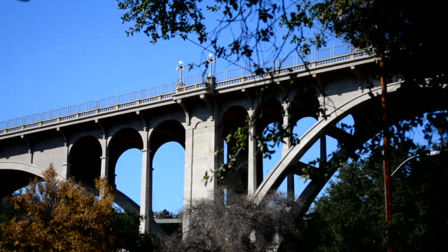 low angle panning back and forth on the pasadena colorado street bridge - selbstmord stock-videos und b-roll-filmmaterial