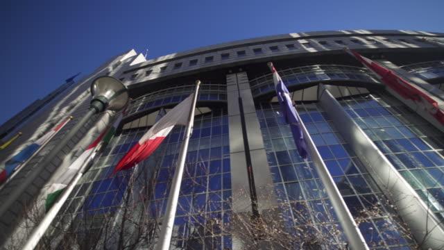 vidéos et rushes de low angle panning shot of the european parliament building - vue en contre plongée