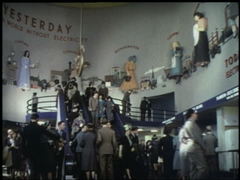 stockvideo's en b-roll-footage met 1939 low angle people on stairs escalator in westinghouse pavilion at ny world's fair - wereldtentoonstelling new york