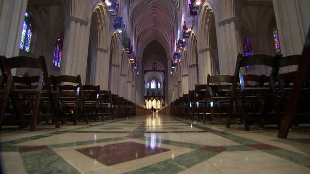 stockvideo's en b-roll-footage met low angle shot inside of the nave in the washington national cathedral during setup for john mccainõs funeral on september 31 2018 in washington dc - religion or spirituality