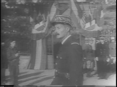 vidéos et rushes de low angle shot of a building flying french flag in algiers / view of funeral procession for admiral francois darlan / close up of soldiers marching /... - armée de terre