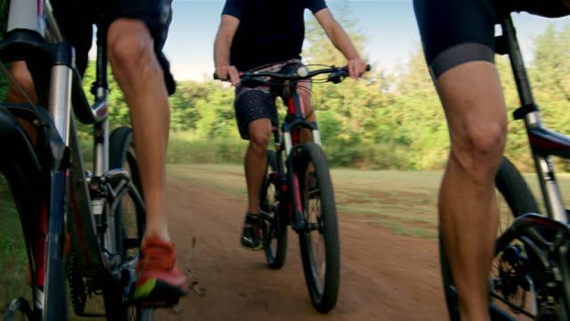 low angle shot of mountain bikers feet as they peddle - タートル湾点の映像素材/bロール