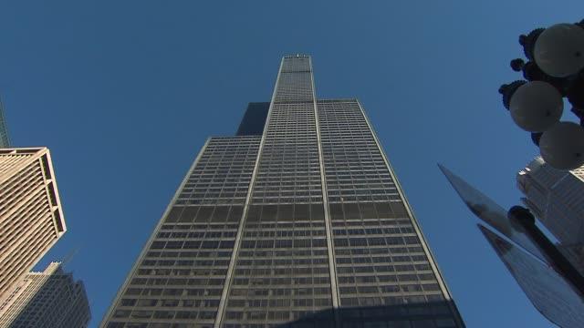 low angle shot of willis tower at willis tower on november 12, 2013 in chicago, illinois - willis tower bildbanksvideor och videomaterial från bakom kulisserna