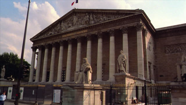 vídeos de stock, filmes e b-roll de low angle side car point of view pan past the national assembly building (palais bourbon) / paris, france - parliament building