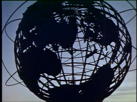 1964 low angle silhouette of unisphere at ny world's fair - 1964年点の映像素材/bロール