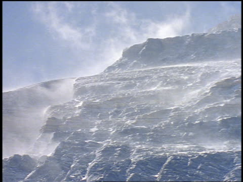 low angle snow blowing in wind on mountainside / mt everest - mount everest stock-videos und b-roll-filmmaterial