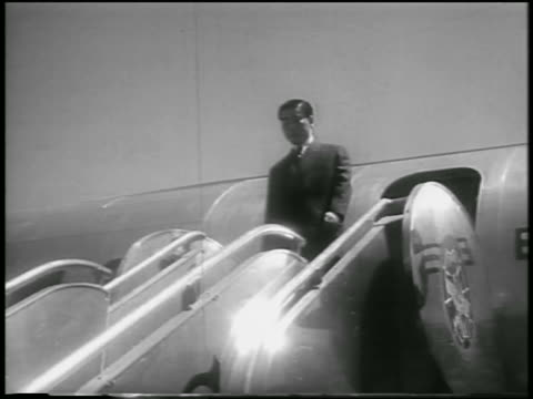 low angle south vietnamese president ngo dinh diem exiting airplane / washington dc - 1957 stock-videos und b-roll-filmmaterial