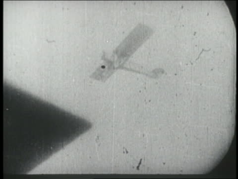 low angle spirit of st. louis airplane flying over ny - 1927 stock videos & royalty-free footage