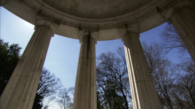 low angle static - fluted columns support the dome of the dc war memorial in washington, d.c. / washington, d.c., usa - war memorial stock videos & royalty-free footage