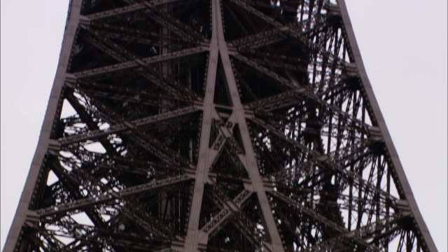 low angle static - iron beams characterize the eiffel tower. / paris, france - aufnahme von unten stock-videos und b-roll-filmmaterial