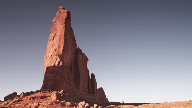 low angle, tall rock face in utah - rock face stock videos & royalty-free footage