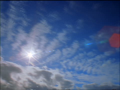 low angle time lapse clouds with sun above in blue sky / clouds become storm clouds / cascade mtns, oregon - anno 1999 video stock e b–roll
