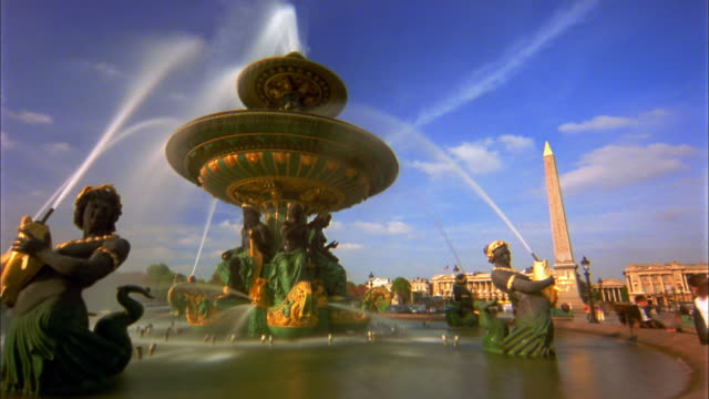 Low angle time lapse fountain and statues at Place De La Concorde / Paris, France