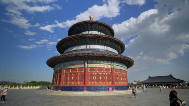 vidéos et rushes de low angle time lapse of temple of heaven with people against blue sky - beijing, china - temple du ciel