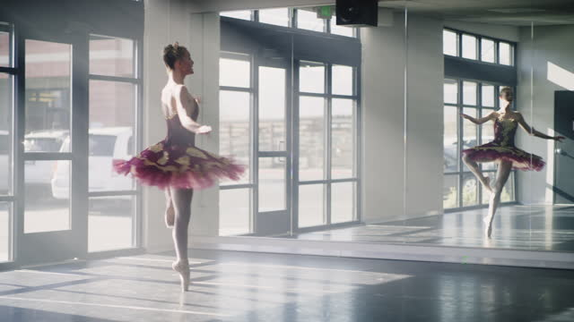 vídeos y material grabado en eventos de stock de low angle tracking shot of ballerina practicing spinning in dance studio / lehi, utah, united states - lehi
