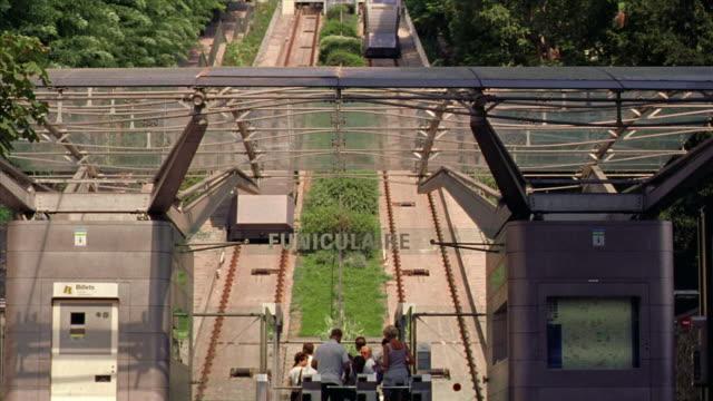 vidéos et rushes de low angle trolleys going up + coming down hill at montmartre / paris, france - tramway