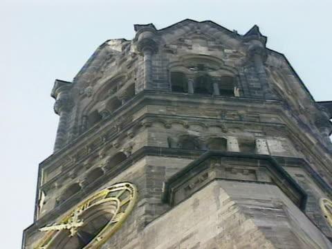 vídeos y material grabado en eventos de stock de low angle - iglesia conmemorativa del emperador guillermo