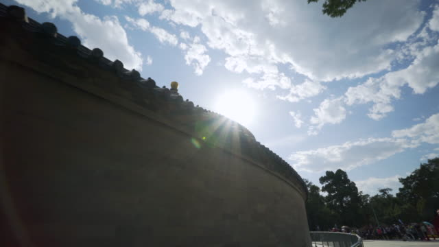low angle view of historic imperial vault of heaven building against sky - beijing, china - himmelstempel stock-videos und b-roll-filmmaterial