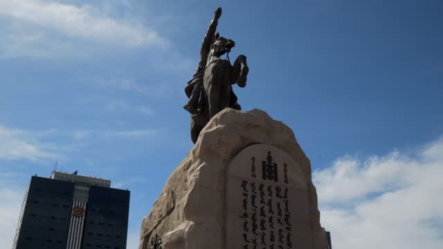 low angle view of horse statue at sukhbaatar square in city against sky - ulaanbaatar, mongolia - western script stock-videos und b-roll-filmmaterial