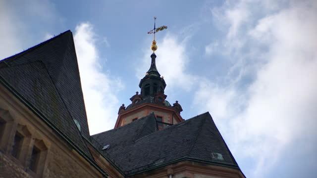 vídeos y material grabado en eventos de stock de low angle view of st. nicholas church in leipzig, germany - johann sebastian bach