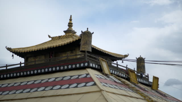 low angle view of temple with imperial roof against sky - ulaanbaatar, mongolia - ulan bator stock videos & royalty-free footage