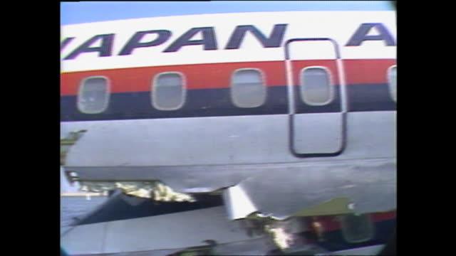 20点の日本航空350便墜落事故のビデオクリップ/映像 - Getty Images
