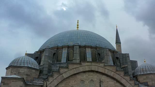 moské lågvinkelvy (steadicam) - kristendom bildbanksvideor och videomaterial från bakom kulisserna
