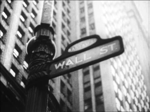 low angle wall street sign / nyc / newsreel - 1920 1929 stock-videos und b-roll-filmmaterial