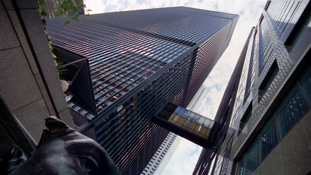 vídeos y material grabado en eventos de stock de low angle wide shot looking up at toronto-dominion centre towers connected by glass-enclosed walkway / toronto - kelly mason videos