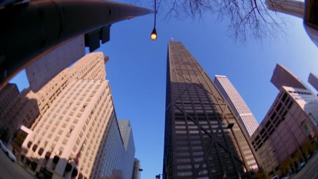 low angle wide shot pan john hancock building / chicago - 2002年点の映像素材/bロール