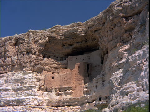 low angle wide shot time lapse shadows + sunlight on cliff dwelling ruins / montezuma's castle, arizona - cliff dwelling stock videos & royalty-free footage