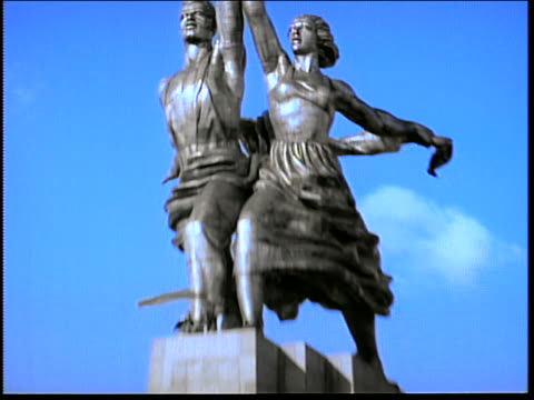 low angle zoom out from hammer + sickle to soviet metal sculpture of worker + female collective farmer / moscow - communism stock videos & royalty-free footage