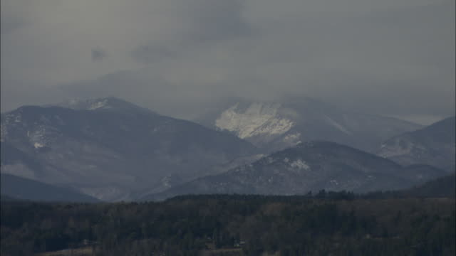 low clouds gather over the snowy dorset mountains. - vermont stock videos & royalty-free footage