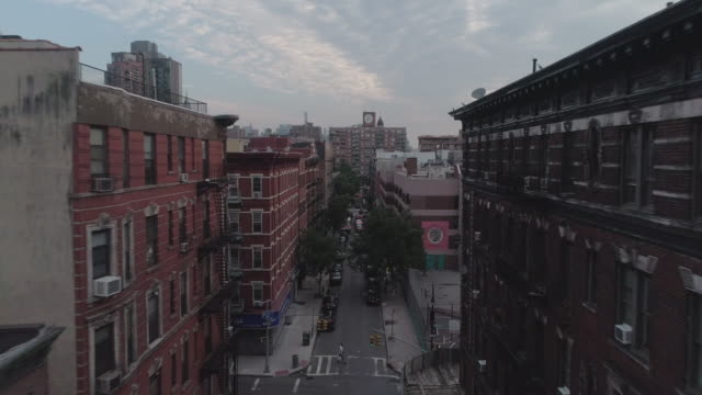 low drone perspective of a lower east side street in manhattan. new york. usa. - lower east side bildbanksvideor och videomaterial från bakom kulisserna
