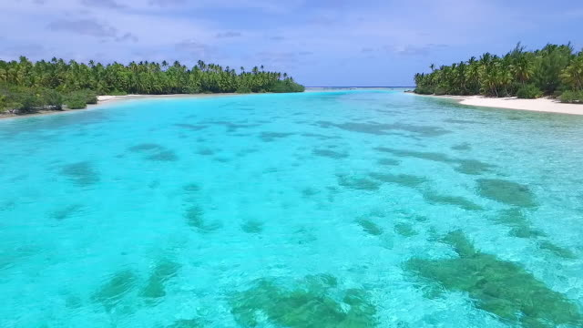 low flying over aitutaki lagoon waters - aitutaki lagoon stock videos & royalty-free footage
