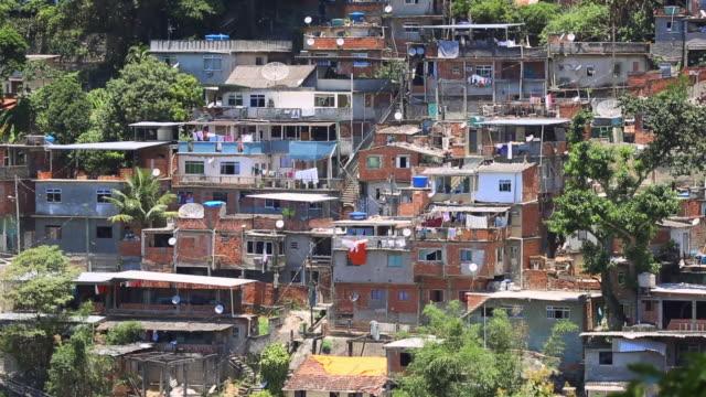 low income housing in rio de janeiro - 物干し点の映像素材/bロール