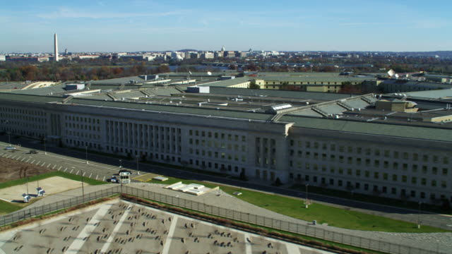 low level approach from the west to orbit the pentagon. shot in 2011. - the pentagon stock videos & royalty-free footage