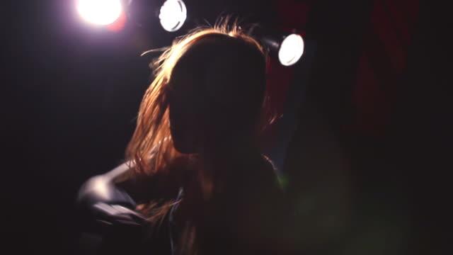 vidéos et rushes de low move. girl dancing in theater. - danseur de ballet