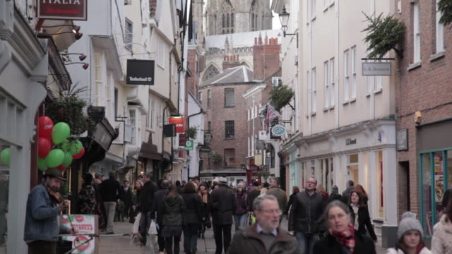 low petergate at christmas, sheffield, south yorkshire, england, uk, europe - シェフィールド点の映像素材/bロール