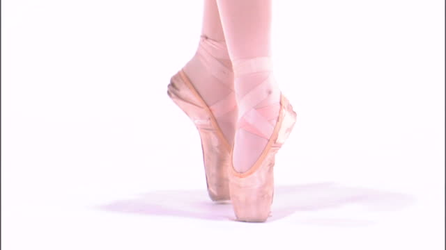cu low section of teenage (16-17) ballerina performing en pointe position / orem, utah, usa - en pointe stock videos and b-roll footage