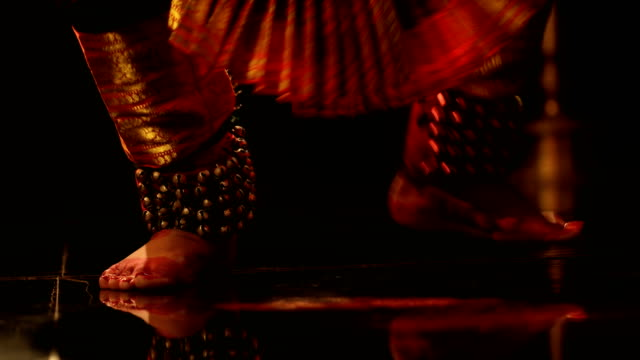 """vidéos et rushes de """"cu low section of woman with anklet bells performing bharatanatyam dance / india """" - membres du corps humain"""