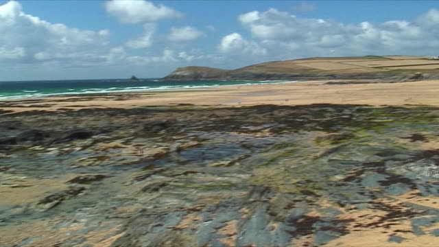 ws pan low tide on south coast / cornwall, united kingdom - low tide stock videos & royalty-free footage