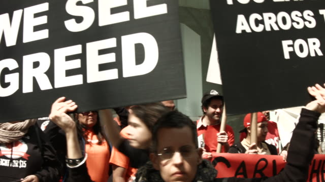 low wage workers many in the fastfood industry join with supporters to demand a minimum wage of $15 an hour on april 15 2015 in new york city in what... - fordern stock-videos und b-roll-filmmaterial