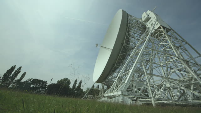 low-angle time-lapse shot showing the movement of the lovell telescope radio dish at the jodrell bank observatory in cheshire, uk. - astronomy stock videos & royalty-free footage
