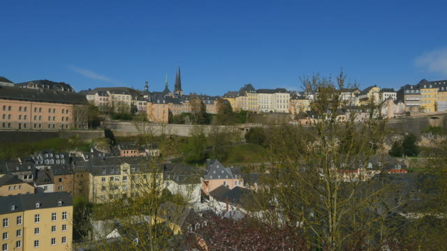 vidéos et rushes de lower city grund and upper town,  luxembourg city, grand duchy of luxembourg, europe - grand duché du luxembourg