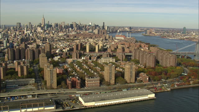 aerial ws lower east side and east river / new york city, new york, usa - anno 2008 video stock e b–roll