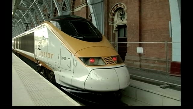 lower economic growth and higher inflation predicted for 2008 england london int eurostar train departing st pancras international station - eurostar stock-videos und b-roll-filmmaterial