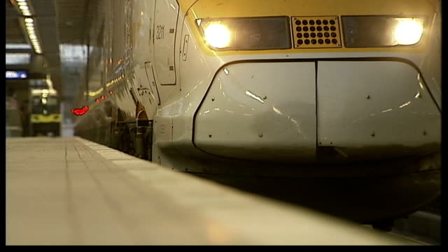 lower economic growth and higher inflation predicted for 2008 int low angle shot of eurostar platform at st pancras as train arrives arrivals board... - eurostar stock-videos und b-roll-filmmaterial