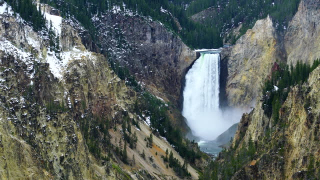 lower falls, yellowstone river, grand canyon of the yellowstone, yellowstone national park, unesco world heritage, wyoming, usa, north america, america - yellowstone nationalpark stock-videos und b-roll-filmmaterial